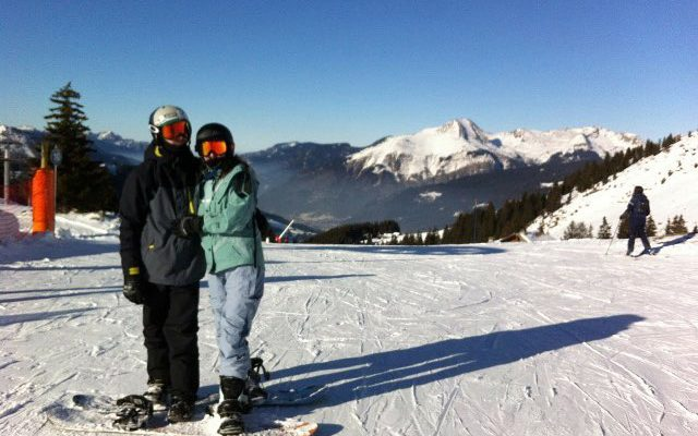 snowboard couple on the piste