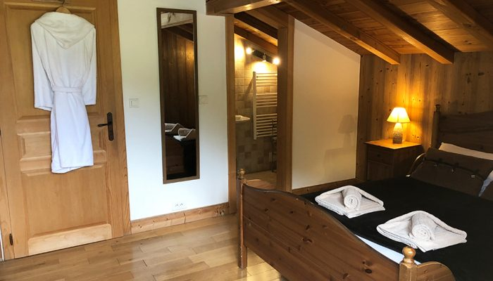 ski chalet double bedroom with ensuite