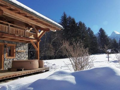 Chalet Holiday Morzine with outdoor hot tub surrounded by snow