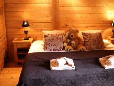 double bed in ski chalet daisy morzine
